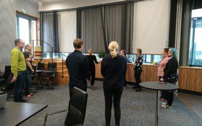 Kuorolaulusta hyvinvointia työyhteisöjen arkeen
